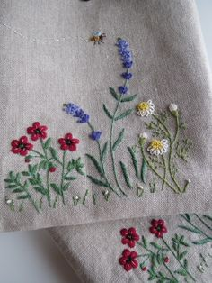 how to do brazilian embroidery stitches Cushion Embroidery, Cute Embroidery, Silk Ribbon Embroidery, Modern Embroidery, Hand Embroidery Patterns, Cross Stitch Embroidery, Embroidery Supplies, Brazilian Embroidery Stitches, Bordado Floral