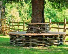 lavička kolem stromu z vrby