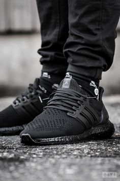 3df624d6a982 Adidas Ultra Boost Triple Black - 2016