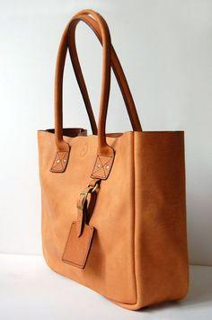 Caramel New York Tote with Zipper - Handmade leather Tote bag Leather Bags Handmade, Handmade Bags, Leather Bag Pattern, Leather Purses, Leather Totes, My Bags, Tan Leather, Purses And Handbags, Fashion Bags