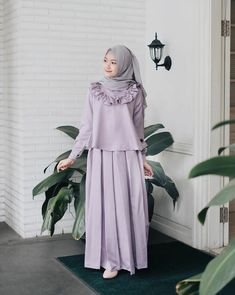 Bu. Kızlar için Muslim Women Fashion, Arab Fashion, Islamic Fashion, Modest Fashion, Fashion Dresses, Womens Fashion, Hijab Style Dress, Hijab Chic, Modele Hijab