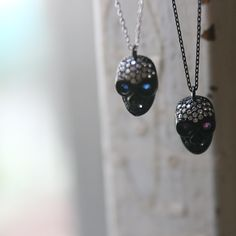 Swarovski Skull Necklace at Kellinsilver. I want this!