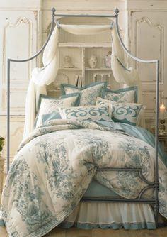 Fontainbleau Romantic Quilt Collection