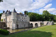 Château de Saint-Denis-sur-Loire►►http://www.frenchchateau.net/chateaux-of-centre/chateau-de-saint-denis-sur-loire.html?i=p