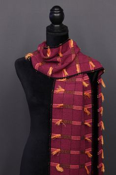 Bamboo scarves handwoven by Pamela Whitlock. Handwoven bamboo quilts from sosumi weaving. Weaving Designs, Weaving Projects, Loom Weaving, Hand Weaving, Woven Scarves, Color Trends, Bamboo, Arts And Crafts, Shawls