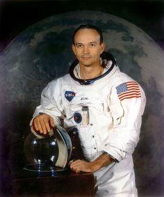 Michael Collins, né le 31 octobre 1930 à Rome, Italie, est un astronaute américain qui participa aux programmes spatiaux américains Gemini et Apollo. Il fut, en 1969 le « troisième homme » de la mission Apollo 11, qui permit les premiers pas de l'homme sur la Lune.