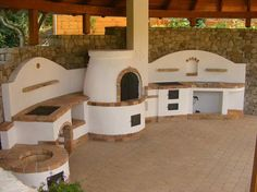 Kerti konyha; bográcsozó, grillező fatárolóval, előkészítő pult, búbos kemence, takaréktűzhely és mosogató