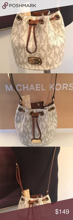 MICHAEL KORS NEW VANILLA CROSSBODY 100% AUTHENTIC MICHAEL KORS NEW AND LOVELY WITH TAGS  VANILLA DRAWSTRING BAG .  CLASSIC AND FASHIONABLE. 100% AUTHENTIC.  THE BAG MEASURES 9 INCHES WIDE BY 7 INCHES TALL WITH A LONG ADJUSTABLE STRAP. NEW WITH TAGS AND NEVER USED Michael Kors Bags Crossbody Bags