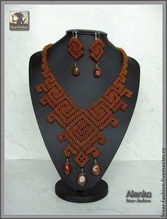 Комплект «Афина». Комплект «Афина» – очень легкое, стильное, нежное плетенное из чешского бисера украшение, украшенное красивыми бусинами агата. В комплект входят серьги и колье.  Отдельно цена колье – 800 грн. (3200 руб.), сережек – 100 грн.