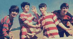 George Harrison, Paul McCartney, Richard Starkey, and John Lennon (fun at the beach) Paul Mccartney, Great Bands, Cool Bands, John Lenon, Richard Starkey, The Ed Sullivan Show, Les Beatles, Beatles Photos, The Fab Four