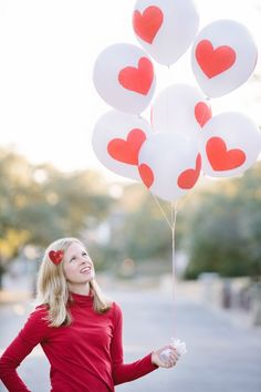 DIY Valentine Heart Balloons - a sweet alternative to a flower bouquet for your Valentine! | Designimprovised.com