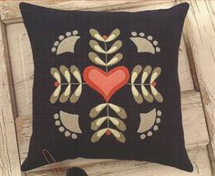 Interesting color combo in this Primitive Folk Art Wool Applique Pattern by… Applique Pillows, Wool Applique Patterns, Felt Applique, Applique Quilts, Wooly Bully, Felt Pillow, Felted Wool Crafts, Wool Quilts, Wool Embroidery