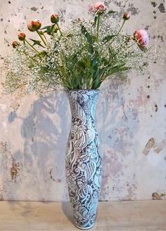 tall-vase-pink-flowers-Kroeger
