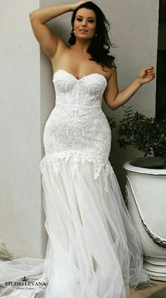 Mermaid lace and tulle plus size wedding dress that takes our breath away! Meggie. Studio Levana.