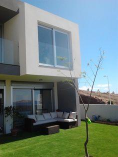 Ideas de #Exterior, Patio, estilo #Moderno color  #Blanco,  #Gris, diseñado por refor   #CajonDeIdeas