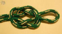 Guia de Nós - Nó de Moringa - É um nó que prende muito bem a boca de uma garrafa, criando uma alça para carregar. Atualmente, raramente é utilizado com esse intuito, servindo geralmente apenas como adorno.