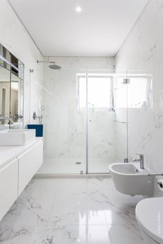 Luxury Bathroom Master Baths Paint Colors is agreed important for your home. Whether you pick the Luxury Master Bathroom Ideas or Luxury Bathroom Master Baths Benjamin Moore, you will make the best Small Bathroom Decorating Ideas for your own life. Bathroom Remodel Shower, Luxury Bathroom Master Baths, Trendy Bathroom, Marble Tile Bathroom, Small Master Bathroom, Bathroom Interior, White Bathroom, Bathroom Flooring, Luxury Bathroom
