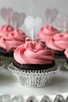 DIY Cupcake Recipes : Dark Chocolate Cupcakes with Raspberry Buttercream