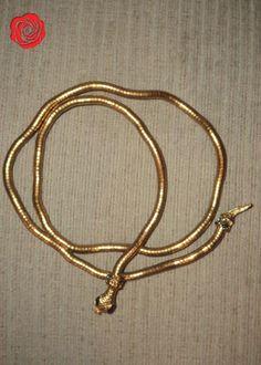 Colar dourado de cobra