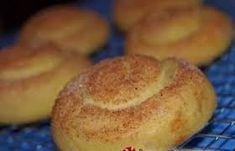 Τι χρειαζόμαστε:    800 γρ. αλεύρι για όλες τις χρήσεις   2 κ.γ. baking powder   1 πρέζα αλάτι   230 ml λάδι   230 ml φρέσκο χυμό πο... Hamburger, Muffin, Bread, Breakfast, Food, Crafts, Diy, Build Your Own, Muffins