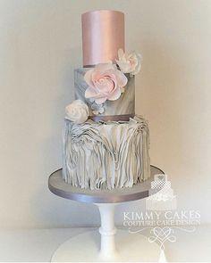 STUNNING Cake Design..... Inspo Spotted via @kimmycakes_ccd #Cakebakeoffng #CboCakes #Instalove #Likeforlike #AmazingCake #CakeInspiration