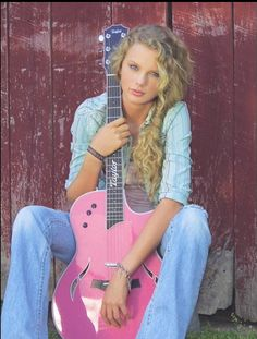 Baby Taylor and her little pink guitar. Also the inspiration for my pink guitar. Taylor Swift Hot, Taylor Swift Songs, Young Taylor Swift, All About Taylor Swift, Taylor Swift Pictures, Baby Taylor, Taylor Swift Curls, Taylor Swift Curly Hair, Taylor Swift Country