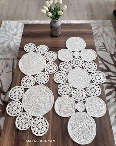 Shell simply Crochet pattern by HT Design H. Wire Crochet, Crochet Round, Crochet Home, Crochet Motif, Crochet Designs, Crochet Placemat Patterns, Crochet Baby Dress Pattern, Doily Patterns, Crochet Table Runner