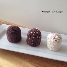 Hæklet flødebolle – opskrift – Kreative Løyerligheder Place Cards, Place Card Holders, Knitting, Crochet, Mat, Inspiration, Food, Halloween, Creative
