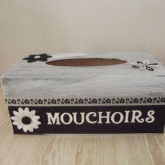 Boite à mouchoirs en bois peint et scrappée