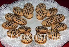 Nescafé medailonky s polevou Christmas Sweets, Christmas Cookies, Czech Recipes, Recipe Box, Biscotti, Baking Recipes, Sweet Tooth, Food And Drink, Pavlova