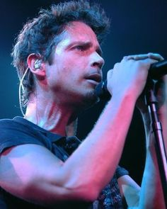 """57c4deb62ab4bf Chris Cornell (RIP) with short hair """"The World s No 1 Online Heavy"""