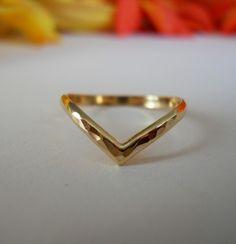 Hammered V ring, in love!