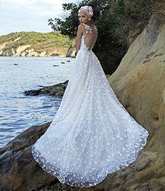 991589abed59 Οι 1013 καλύτερες εικόνες για Νυφικά Wedding Dresses το 2019