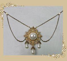 the tudors necklace