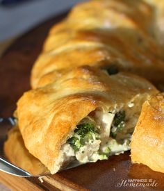 Chicken & Broccoli Crescent Roll Ring #WarmTraditions ad - Happiness is Homemade