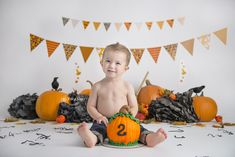 Fall Birthday, Halloween Birthday, Baby First Birthday, 2nd Birthday Parties, Birthday Ideas, Halloween Smash Cake, Baby First Halloween, Little Boy Photography, Pumpkin Patch Party