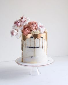 Too pretty to eat. Small Wedding Cakes, Elegant Wedding Cakes, Wedding Cake Designs, Buttercream Cake, Fondant Cakes, White Buttercream, Frosting, White And Gold Wedding Cake, Bridal Shower Tea