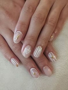 Who says short nails don't have enough space for nail art? Short nails can also have amazing nail art designs such as the one above. Clean and white. The clear nail polish is topped with golden acrylic to help make the nails stand out despite being short. The geometric shapes and vertical stripes help to make the nails look longer.