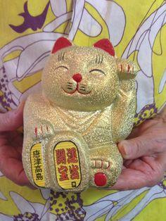 参拝した人が高額当選続出しているとうわさの、佐賀県唐津市にある島のお宝神社「宝当神社」の招き猫をいただきました。キッチュでかわいい姿ですが、なんだかパワーをもらえてる気がするんです。 #BUYat2ndSTREET http://campaign.2ndstreet.jp/gallery/