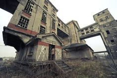 Abandoned feed mill perhaps?? Odd but impressive.
