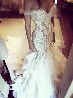 All brides dream about having the most suitable wedding day, but for this they need the most perfect wedding outfit, with the bridesmaid's dresses actually complimenting the wedding brides dress. These are a variety of tips on wedding dresses. Dream Wedding Dresses, Bridal Dresses, Wedding Gowns, Wedding Day, Wedding Hacks, Tulle Wedding, Wedding Ceremony, Mermaid Wedding, Beautiful Gowns
