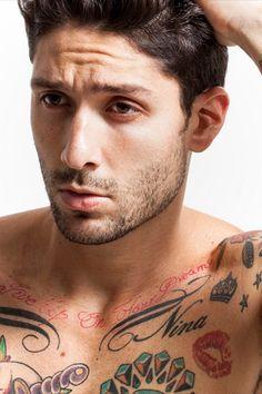 Van, akinek ez önkifejezési forma. Van, akinél csak a divat diktálja. Néhány jó tanács, ha épp tetoválást csináltatnál.