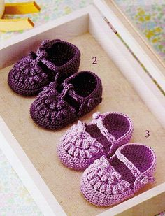 Booties - Crochet shoes for baby Crochet Baby Poncho, Crochet Baby Boots, Crochet Baby Sandals, Booties Crochet, Baby Girl Crochet, Crochet Baby Clothes, Crochet Slippers, Crochet For Kids, Baby Knitting