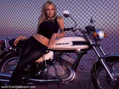 http://www.kyliewallpaper.com/images/wmwallpapers/Kylie-Minogue-140-1.jpeg