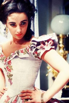 1955– A young and nubile Elizabeth Taylor on the set of ...