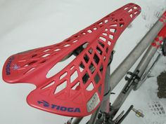 TIOGA SPYDER TWIN TAIL SADDLE ROAD MTB WHITE RED 142g