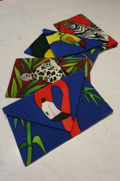 Esta joven diseñadora convierte piezas de seda como bolsos, pantalones, blusas o…