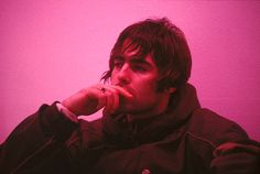 Photo of OASIS and Liam GALLAGHER, Portrait of Liam Gallagher backstage at tv show Get premium, high resolution news photos at Getty Images Gene Gallagher, Lennon Gallagher, Liam Gallagher Oasis, Great Bands, Cool Bands, Liam And Noel, Oasis Band, Band Photography, Rainbow Aesthetic