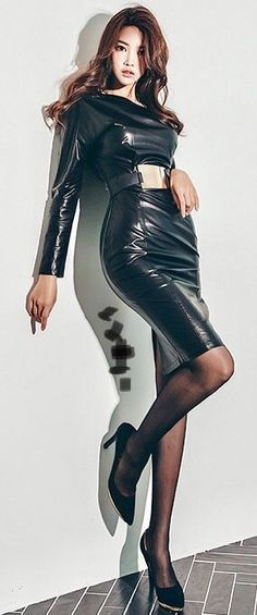 Black Leather Skirts, Leather Dresses, Sexy Outfits, Vinyl Dress, Leder Outfits, Legging, Beautiful Asian Girls, Leather Fashion, Asian Woman