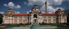 Avrupa'nın En Eski İkinci Kenti SOFYA - Mineral Baths: Türk Hamamları olarak da bilinen yapı 1913 yılında tamamlanmıştır. Zarif çizgili cephesi ve seramik süslemeleri ile ortaçağ kiliselerinin tasarımlarını hatırlatmaktadır.